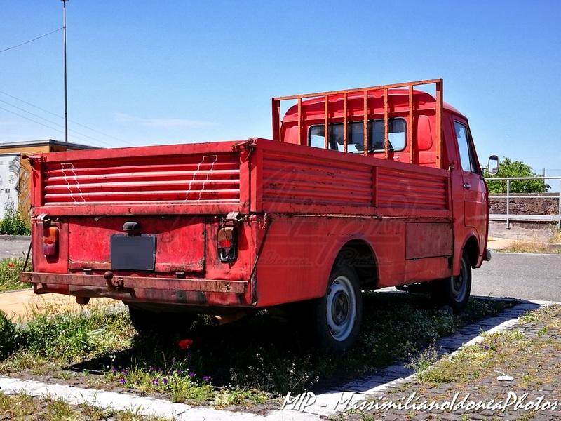 Veicoli commerciali e mezzi pesanti d'epoca o rari circolanti - Pagina 37 Fiat_500_L_18cv_71_CT266093_e_Fiat_241_Diesel_1