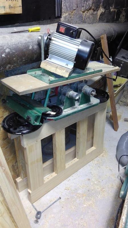 Aménagement d'atelier - Fabrication d'un combiné scie/toupie Collage_pieds