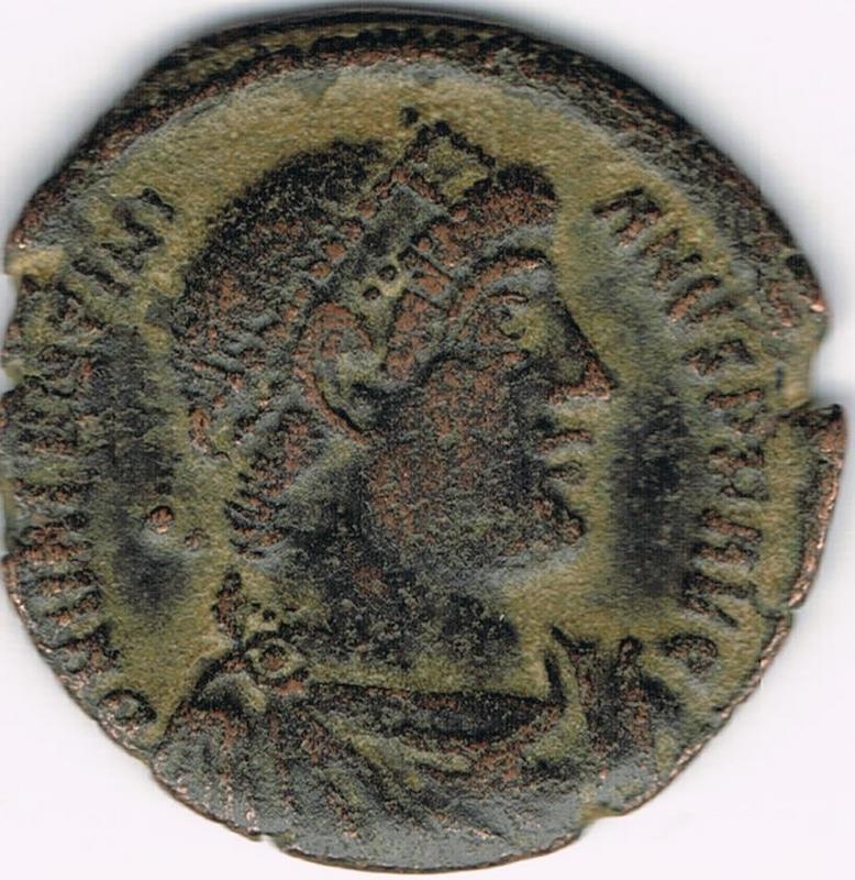 AE3 de Valentiniano I - GLORIA RO-MANORVM - Constantinopla IR34