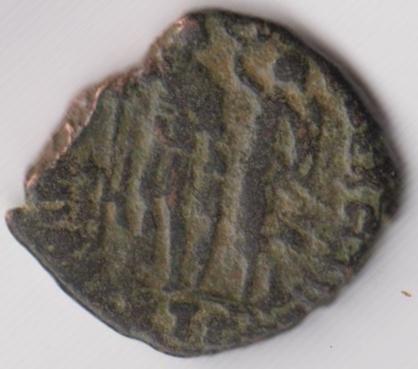 AE3 de Honorio. VIRTVS – EXERCITI. Honorio coronado por Victoria. Antioch. Ir241b