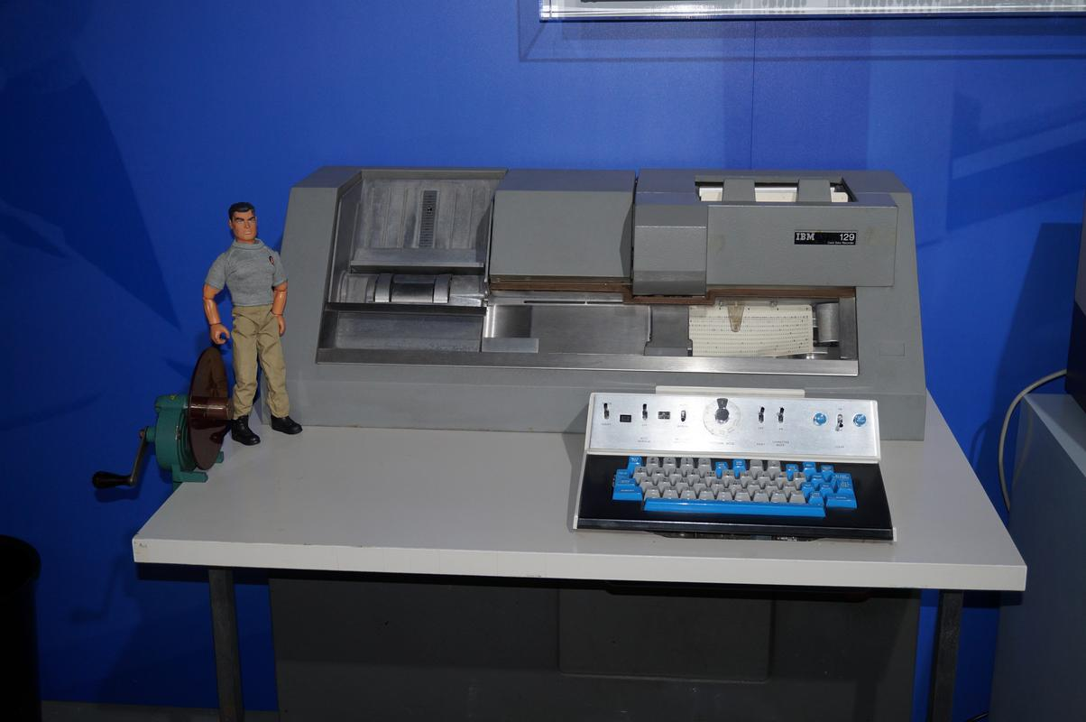 My MAM visiting  Cambridge Computer History Museum. C5518_ED3-1809-47_B0-950_B-1_D2_C2_BE52369
