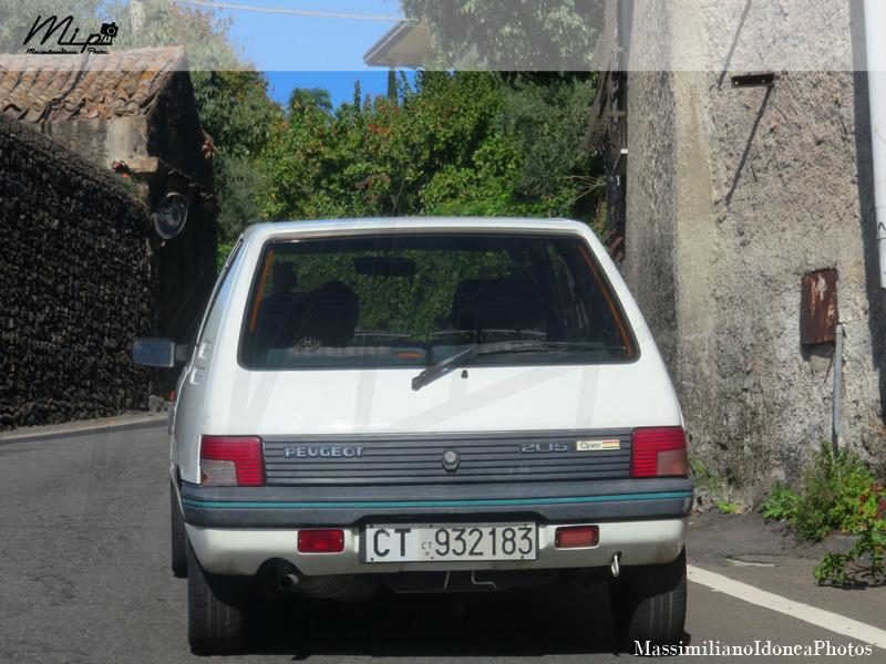 avvistamenti auto storiche - Pagina 5 Peugeot_205_Open_1.1_54cv_90_CT932183_216.090_-_24-04-2017_1