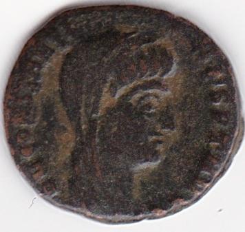 AE4 de consagración de Constantino I. Constantino velado dirigiendo cuadriga. Nicomedia. IR243_A