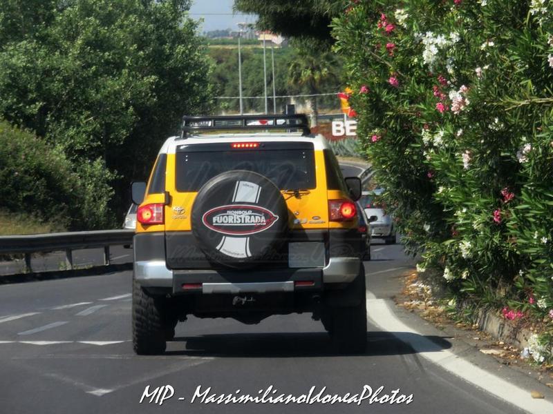 Avvistamenti auto rare non ancora d'epoca Toyota_FJ_Cruiser_4.0_242cv_09_ZA756_YM_2