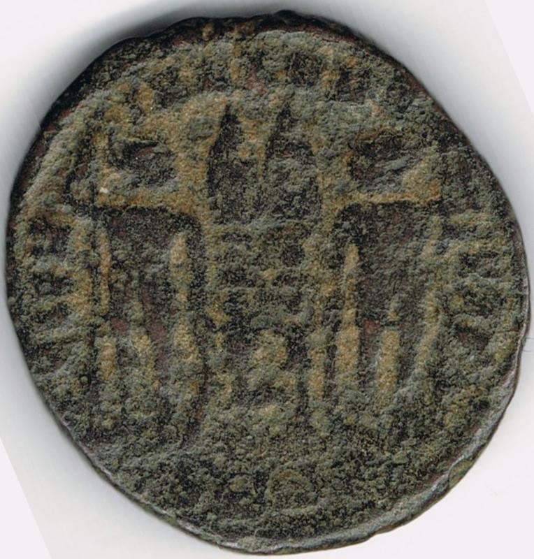 AE3 de Constancio II. GLOR-IA EXERC-ITVS. Dos estandartes entre dos soldados. IR47_B