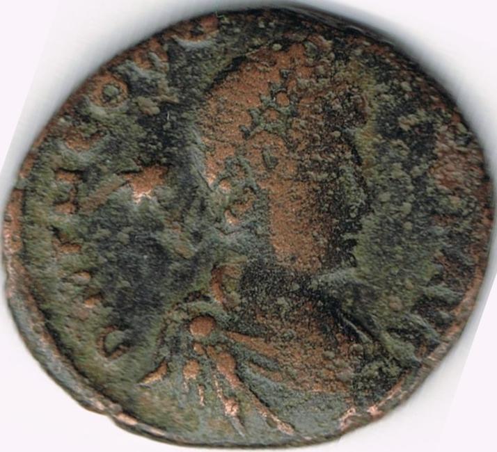 AE4 de Teodosio II. GLORI-A ROMA-NORVM. Teodosio II y Honorio. IR6_A