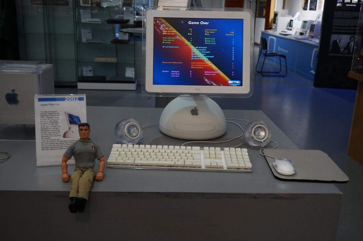 My MAM visiting  Cambridge Computer History Museum. 64_FACE0_E-69_A9-4_F6_E-9_CFB-526453191270
