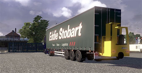 Curtainside trailer with Forklift Stobart7nr9s