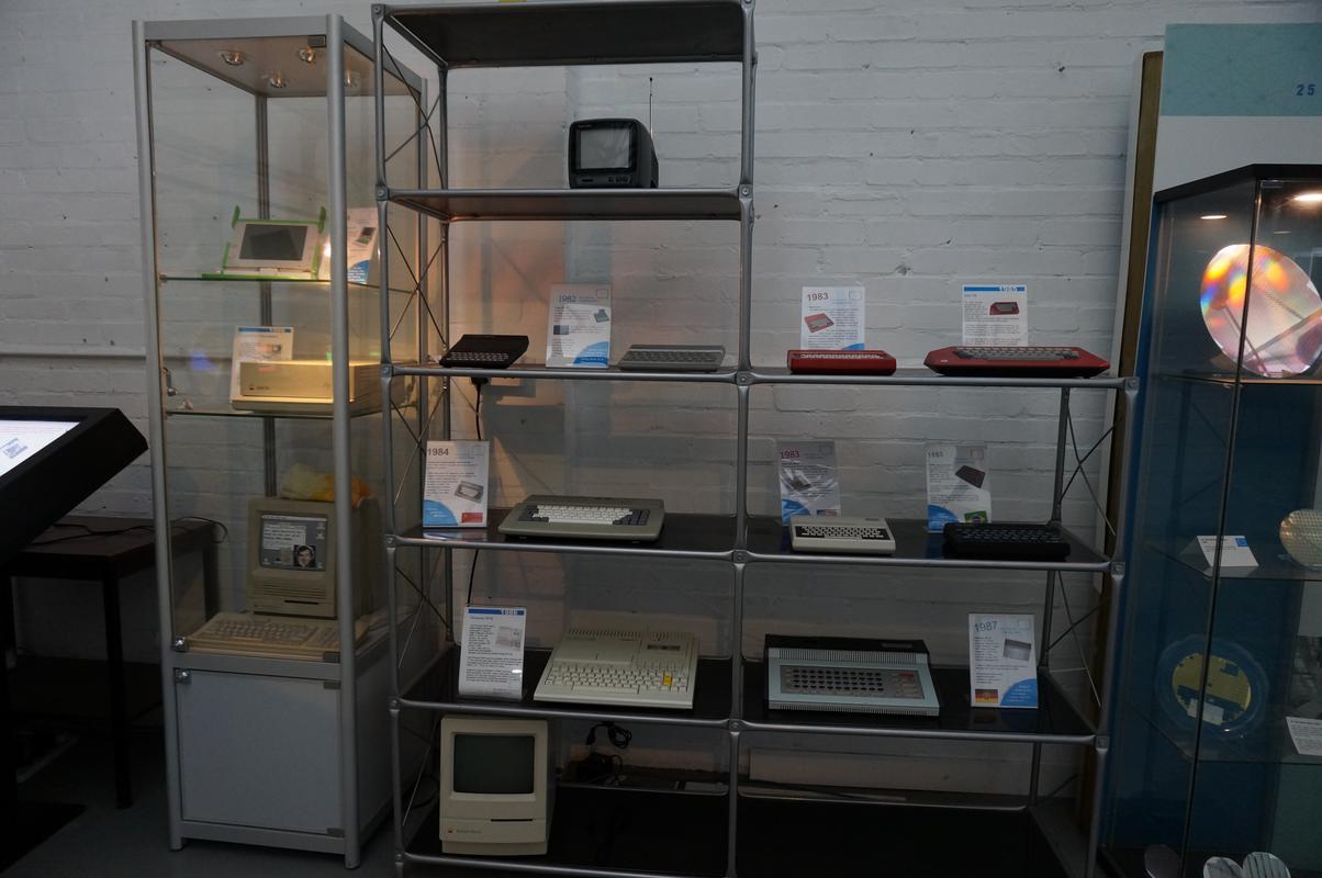 My MAM visiting  Cambridge Computer History Museum. 7_FEC45_D3-_CAAB-4316-99_AF-_E47063_E0863_A