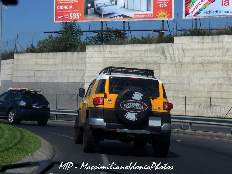 Avvistamenti auto rare non ancora d'epoca Toyota_FJ_Cruiser_4.0_242cv_09_ZA756_YM_1
