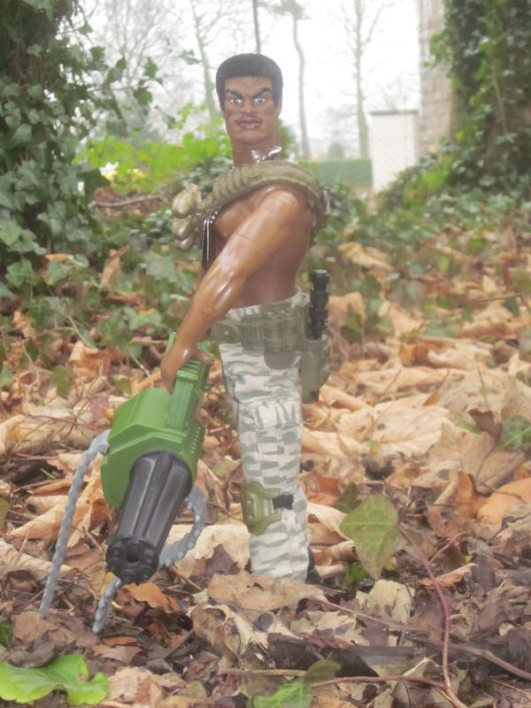 Stalker holding a high speed Gatling gun. 9631_BD02-2459-4_F52-_B065-0_F30676_BA3_AE