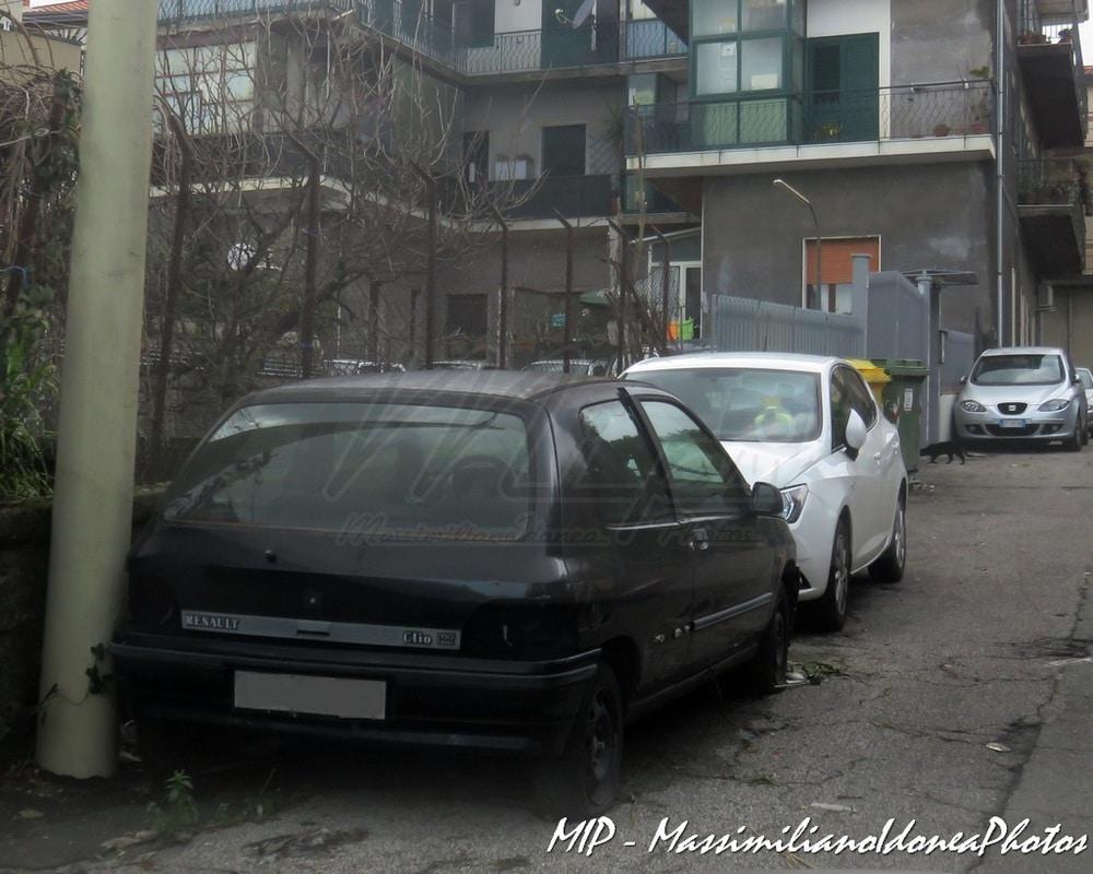 Auto Abbandonate - Pagina 38 Renault_Clio_RT_1_4_78cv_92_CTA06860
