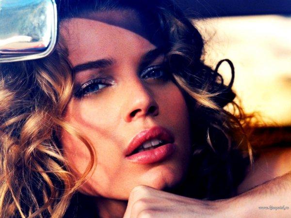 Ребекка Ромин-Стамос/Rebecca Romijn-Stamos 59dd2dd918f5