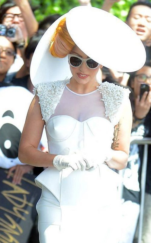 Lady GaGa  - Страница 2 03ebf402e806