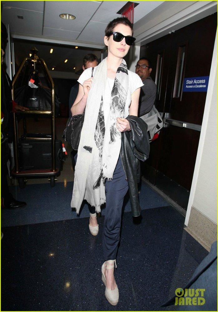 Anne Hathaway/Энн Хэтэуэй - Страница 2 E43e498bfb61