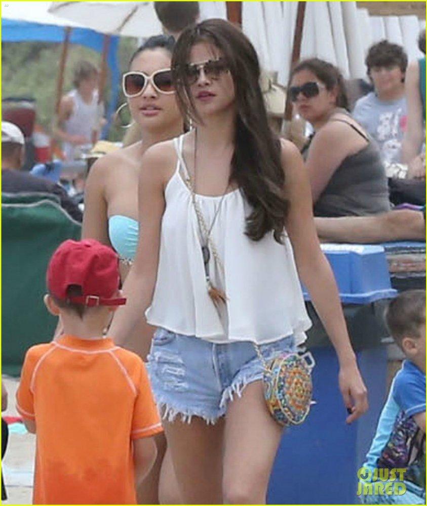 Selena Gomez | Селена Гомес - Страница 10 2a68d318dd70