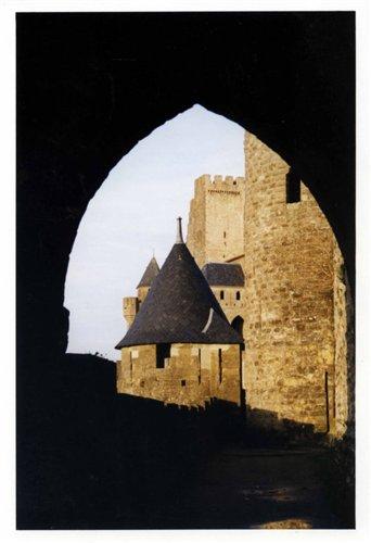 Каркассон (франц. Carcassonne) - город-крепость. 667d08a37fb9