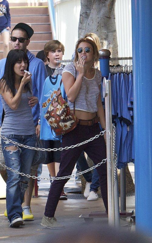 Miley Cyrus - Страница 2 B021d0d5ad95