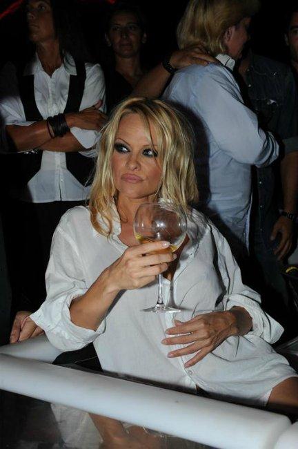 Pamela Anderson Af8c04b62ce8