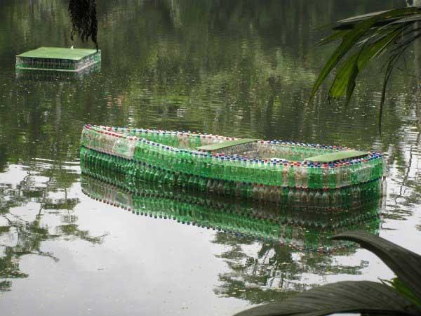 Поделки для дачи своими руками из шин и пластиковых бутылок 5fc00b840709