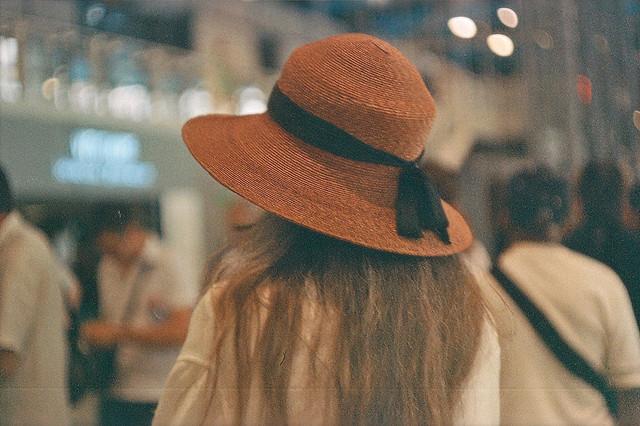 قبعات بنات روعة  Amazing-beauty-brunette-cute-Favim.com-598905