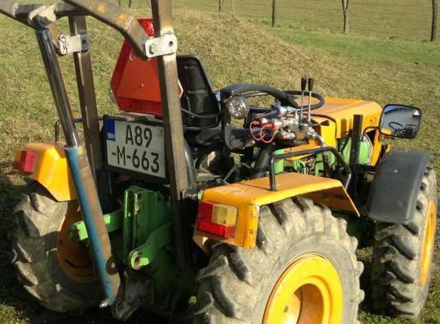 Zadnji traktorski utovarivač - Page 2 23399633