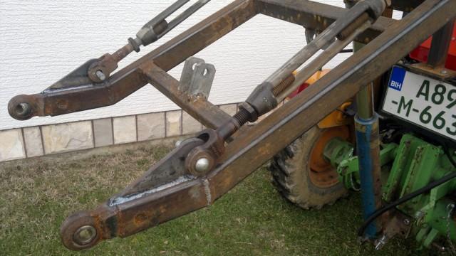 Zadnji traktorski utovarivač - Page 4 23457559