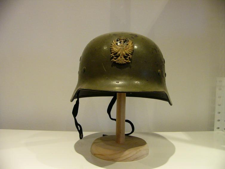casco - Mod. 35 alemán en España. M35_con_gallina_01_Int_Espa_ol_col_FJPalomero