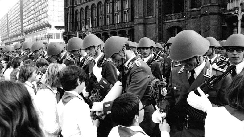 Uniformes de la RDA Bundesarchiv_Bild_183_S1007_0009_Berlin_28_Ja