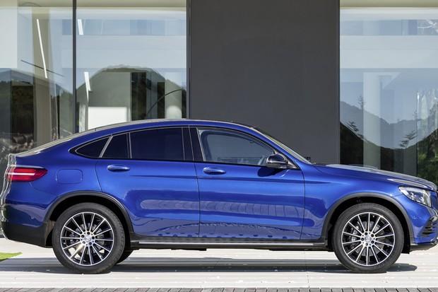 GLC 250 Coupe no Brasil Brilliant_Blue_Mercedes_Benz_GLC_250_Coupe_3_e14