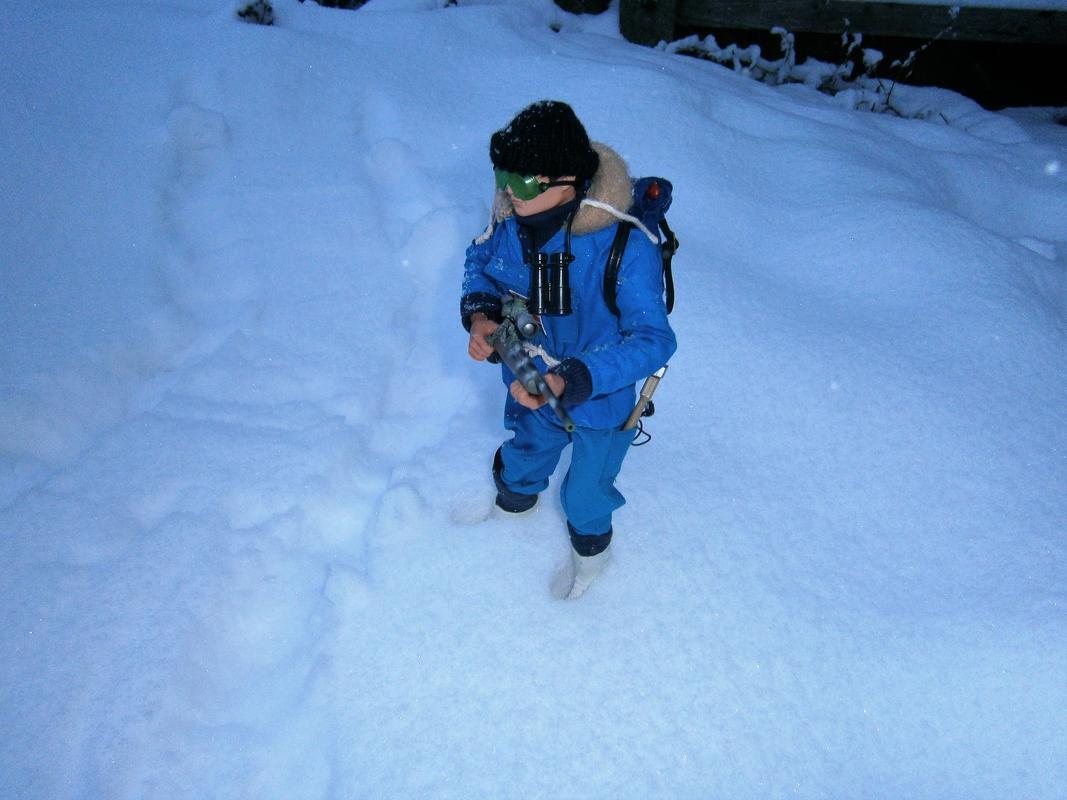 Snow random pictures thread.  Arctic_Explorer_Blue_00_3