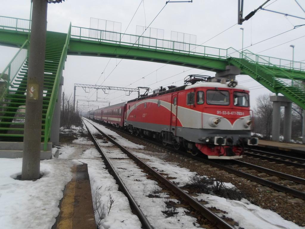 Locomotive clasa 47(476/477) aparţinând CFR Călători  SAM_0558