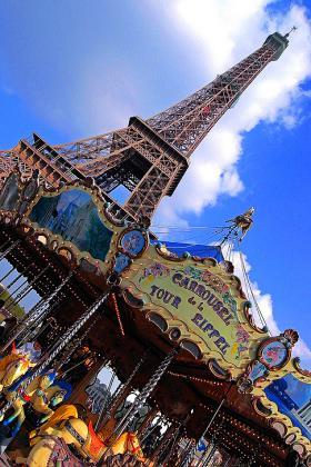 Stan u Parizu - Gijom Muso - Page 5 111925856.ka_BFMb_MR.R0010277_Corel_TRPBasemoinsclair_Themerrygoround