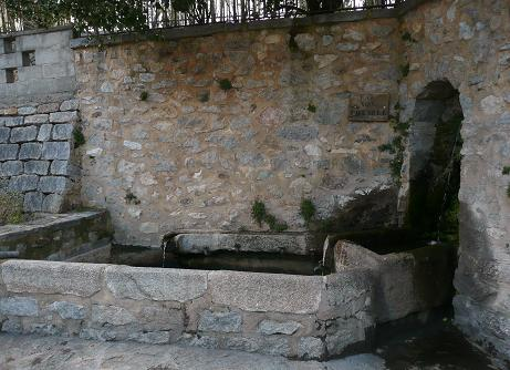 Was water really regarded as dangerous to drink in the Middle Ages? Lavoir_1_zpsdbkaeopl