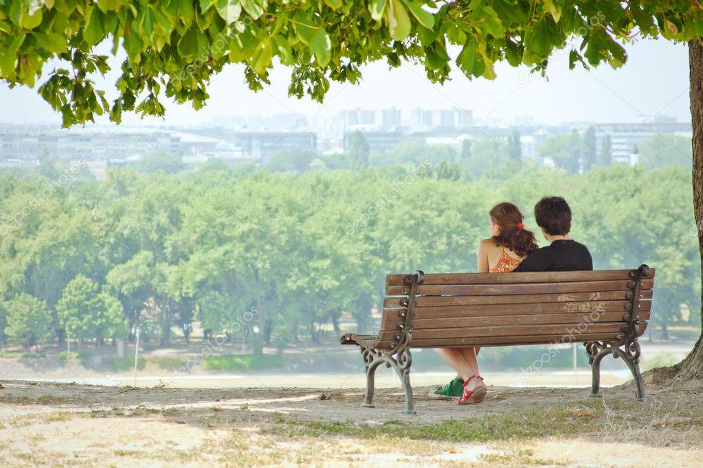 Gijom Muso-Central Park Depositphotos_6304393-stock-photo-couple-in-love