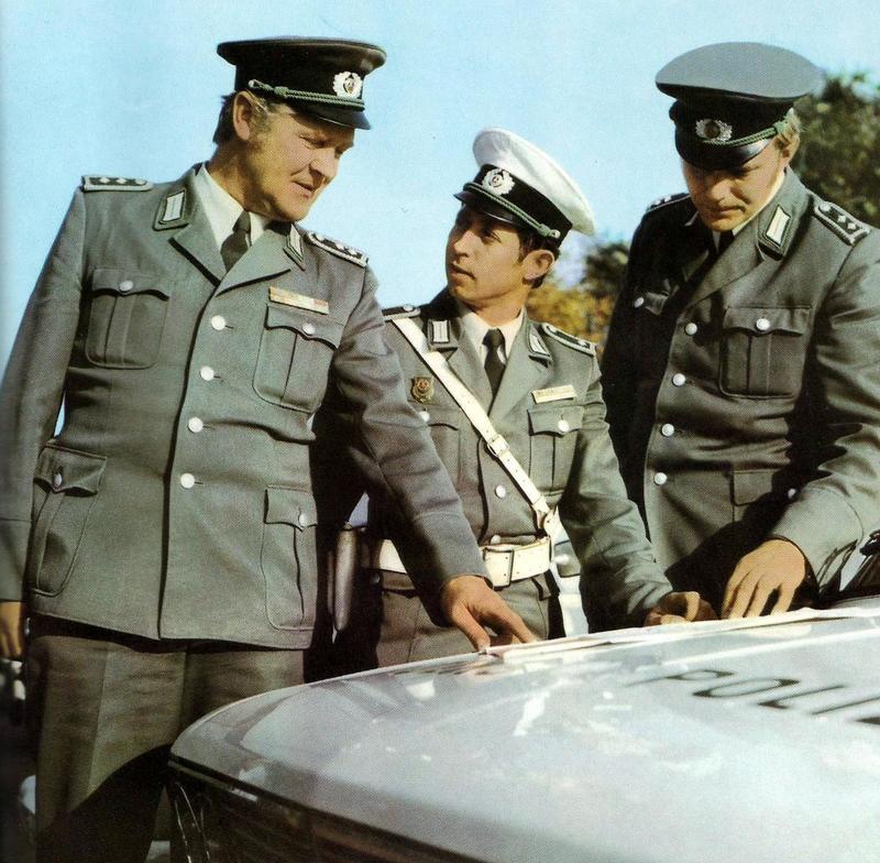 My DDR uniform - Page 4 270004_copia_2