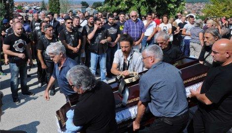 Preminuo Boris Aranđelović pevač grupe Smak 662338_kragujevacsahrana_pevaca_iz_smaka_borisa