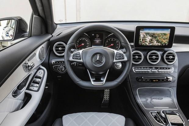 GLC 250 Coupe no Brasil Brilliant_Blue_Mercedes_Benz_GLC_250_Coupe_2_e14