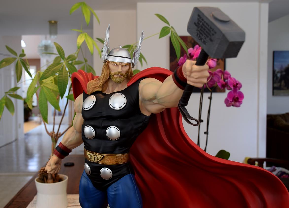 Premium Collectibles : Thor - Comics version  - Page 10 Xmthor1