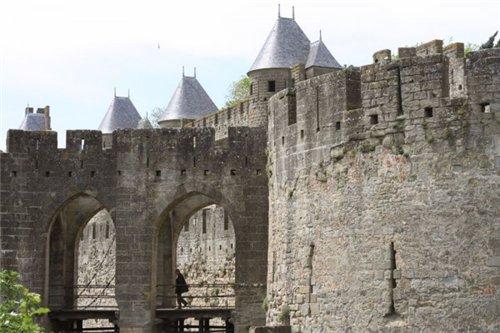 Каркассон (франц. Carcassonne) - город-крепость. 3dbdd6a71e1a