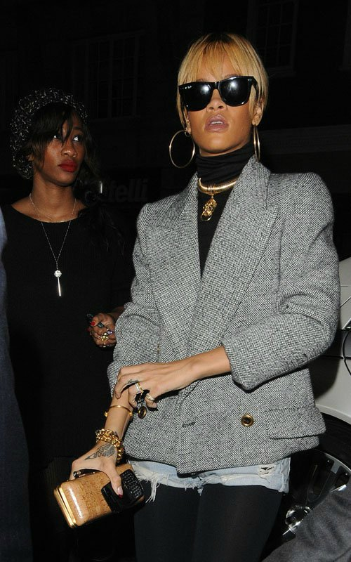 Rihanna  - Страница 3 5a64fb60b347