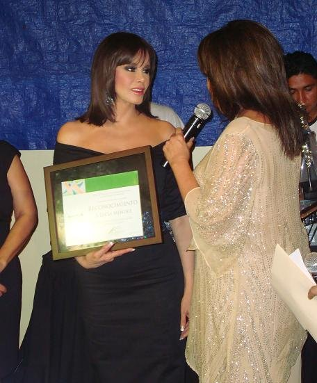 Лусия Мендес/Lucia Mendez 4 - Страница 15 07c3535711b8