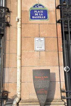 La prison forteresse de la Bastille et sa démolition - Page 3 24603193_OIG_0842_c