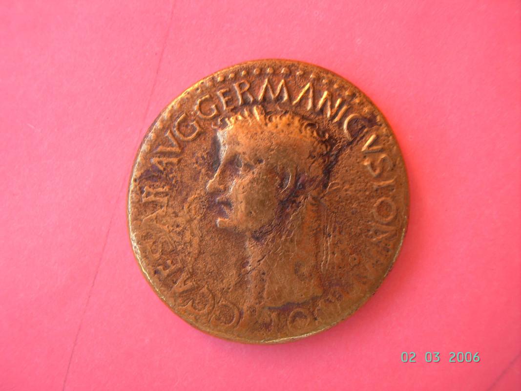 Sestercio de Caligula SPQR / P•P / OBCIVES / SERVATOS. PICT0764