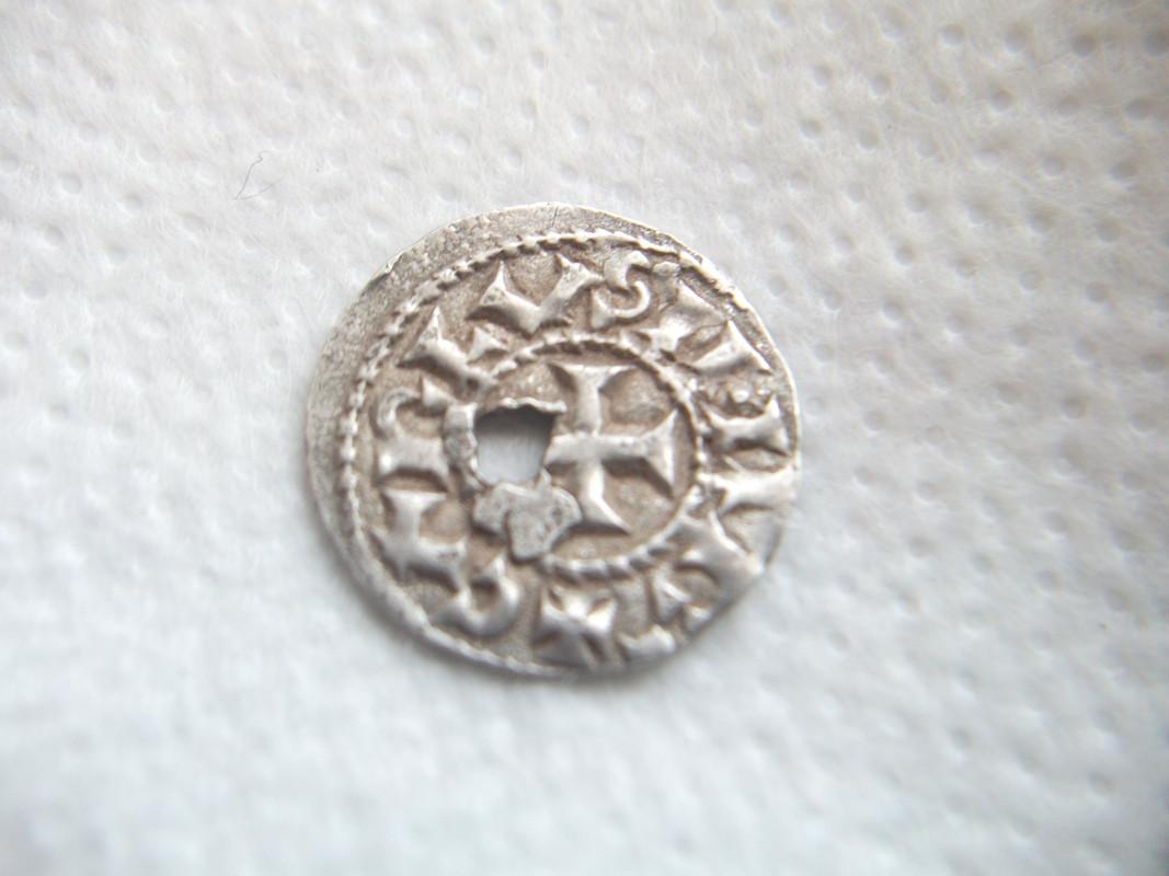 Dinero de Carlos II de Francia ''El calvo'' (Tolosa, 823-877). DSCF0562