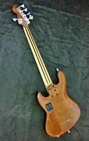 Novo Jazz Bass da Amazon Custom bass !!! 1897862_594399947314469_1824187725_n