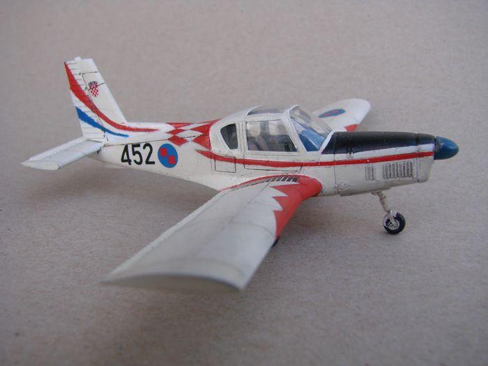 "Zlin Z-42M HRZ ""what if"", Hobby Boss, 1/72 DSC03181"