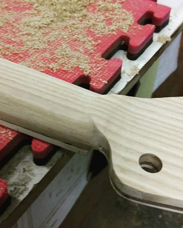 Construção caseira (amadora)- Bass Single cut 5 strings - Página 6 12606761_10153921152424874_1372874295_n