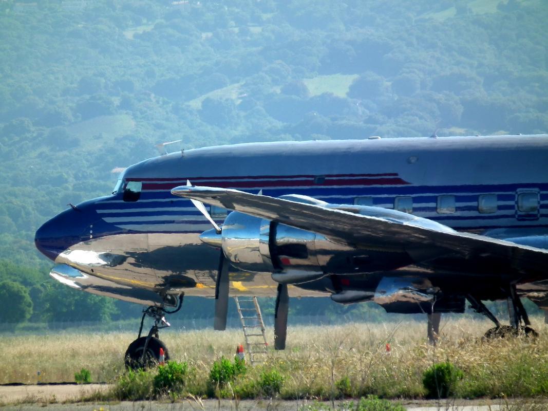 DC-6 en escale à Ajaccio Aaa