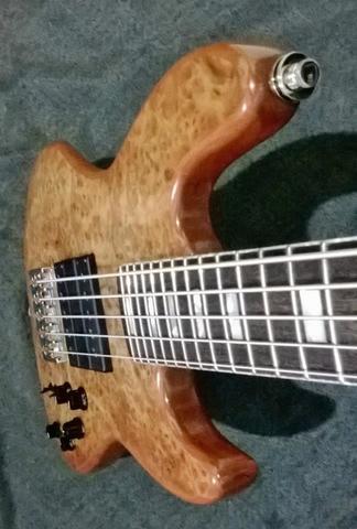 Novo Jazz Bass da Amazon Custom bass !!! 1507977_594400020647795_382739331_n